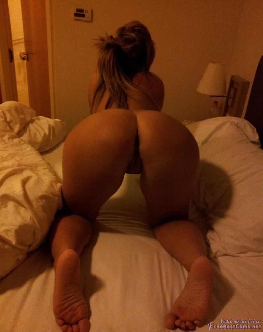 Amateur Sexy Asses, Butts And Feet (1/15)